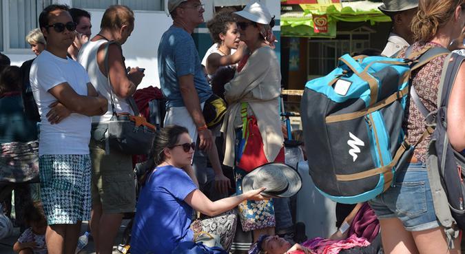 De acordo com o balanço mais recente, 358 turistas, indonésios e estrangeiros, já deixaram a região mencionada. Foto: Adek Berry/AFP