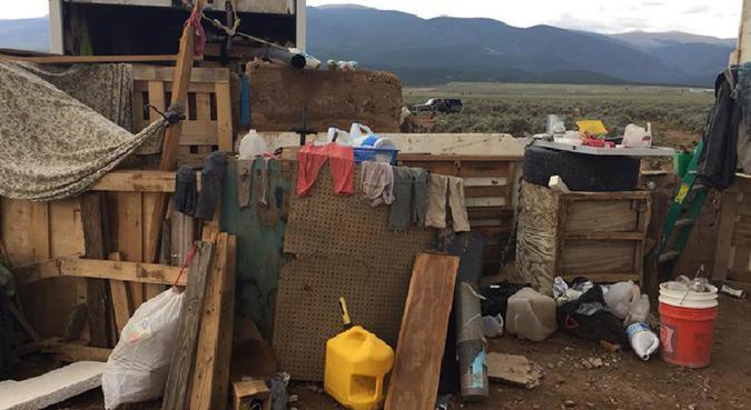 Complexo improvisado em Amalia, Novo México, onde a polícia resgatou 11 crianças e prendeu dois 'extremistas armados'. Foto: AFP