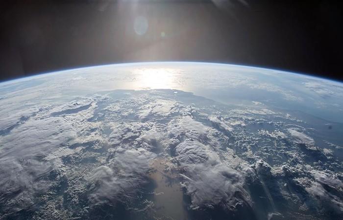 Segundo os cientistas, as pessoas devem mudar imediatamente seus estilos de vida para serem melhores tripulantes da Terra. Foto: Nasa/AFP (Foto: Nasa/AFP)