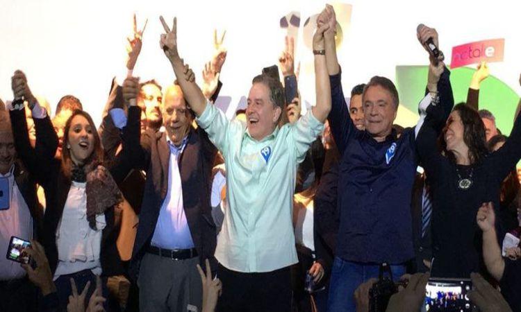 Podemos confirma Álvaro Dias (de camisa azul) como candidato a presidente da República - Podemos/Divulgação