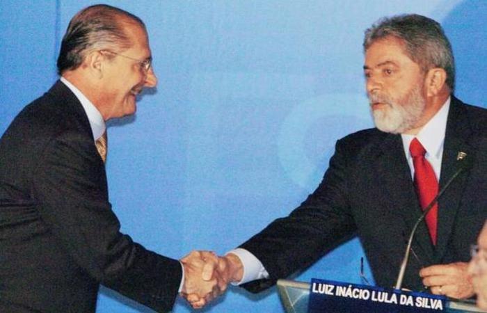 Alckmin e Lula durante debate na televisão em 2006. Foto: Marcos Alves/Diário de SP/Agência O Globo