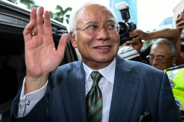 Razak deixa o tribunal de Kuala Lumpur. Foto: AFP / Mohd RASFAN