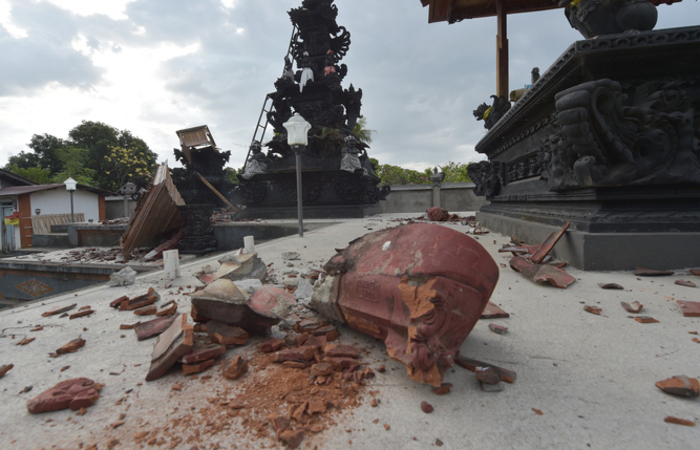 "Desde o sismo de domingo, ""houve 355 réplicas"" de diferentes magnitudes. Foto: ADEK BERRY / AFP"