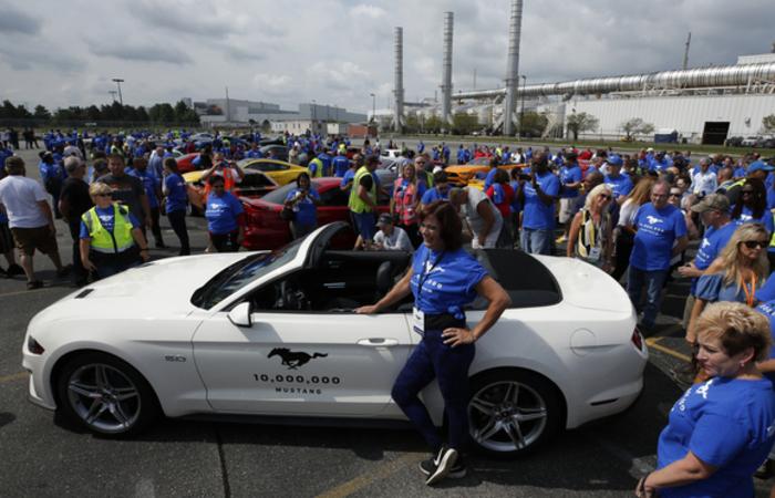 As comemorações ocorrem em um momento-chave para a Ford, quando as vendas do Mustang caem nos Estados Unidos mas crescem no exterior. Foto: JEFF KOWALSKY / AFP