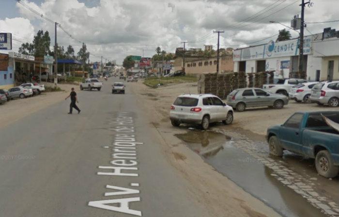 A abordagem aconteceu na Avenida Henrique de Holanda, no bairro do Livramento. Imagem: Google Street View