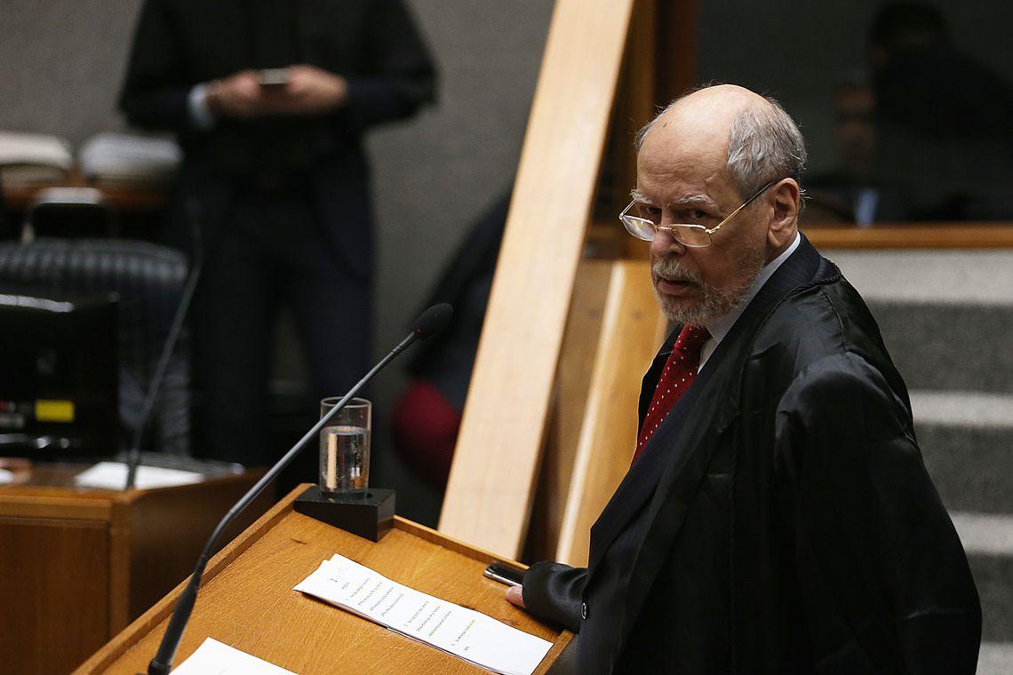 O advogado do ex-presidente, Sepúlveda Pertence, durante sessão no STJ Foto: José Cruz/Agência Brasil