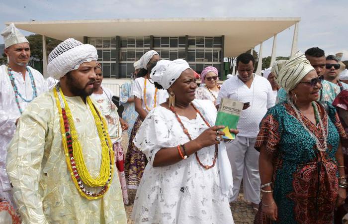 Praticantes de religiões de matriz africana aguardam o início do julgamento, no STF. Foto: Antonio Cruz/Agência Brasil