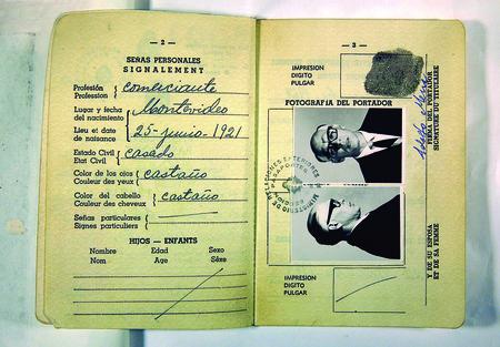 Passaporte com fotos de Che Guevara sob disfarce. Crédito: Cine Ceará/Divulgação