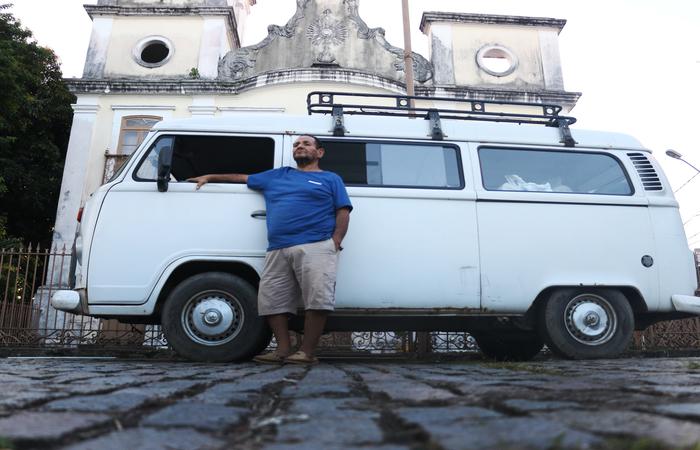 Quando a kombi de Naná foi roubada, fizeram um bingo. Imagem: Gabriel Melo/DP