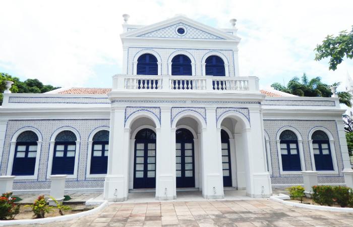 Anteriormente residência de um rico comerciante português, o casarão solar do século 19 se tornou um dos polo da elite intelectual local. Foto: APL/Divulgação