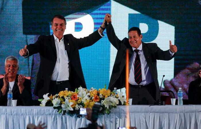 General da reserva Hamilton Mourão (PRTB) (dir) é o candidato à vice-presidência de Jair Bolsonaro (PSL) (esq). Foto: Marcelo Chello/CJPress/Estadão Conteúdo (Foto: Marcelo Chello/CJPress/Estadão Conteúdo)