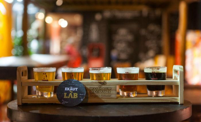 Cervejas já conhecidas e outras experimentais estão à disposição. Foto: Ekäut/Divulgação