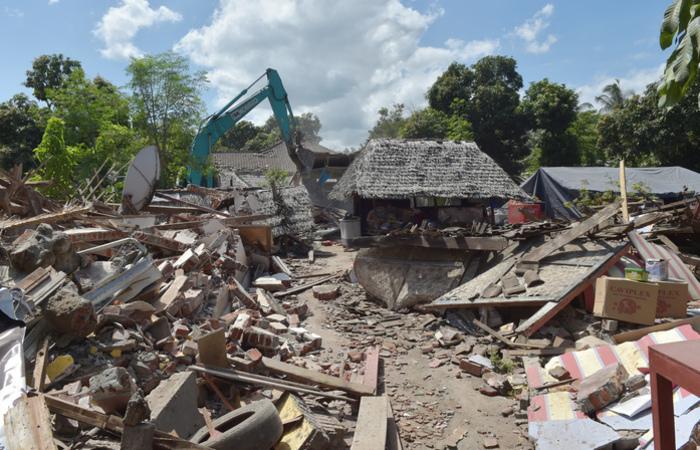 Mais de 1.300 pessoas ficaram feridas e 353.000 moradores estão desabrigados. Foto: ADEK BERRY / AFP