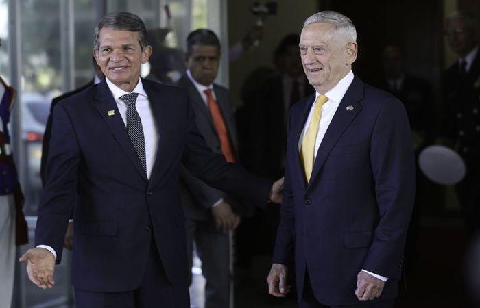 O ministro da Defesa, Joaquim Silva e Luna, e o secretário de Defesa dos Estados Unidos, Jim Mattis. Foto: Fabio Rodrigues Pozzebom/Agência Brasil (Foto: Fabio Rodrigues Pozzebom/Agência Brasil)