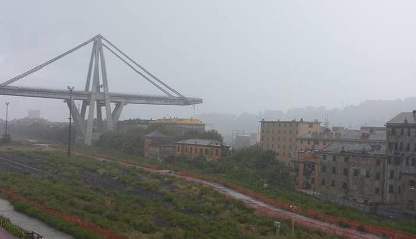 Segundo o diretor da central de emergências várias vítimas se encontram sob os escombros da ponte Morandi. Foto: Reprodução/Facebook