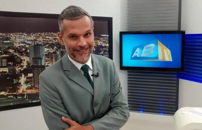 Alexandre Farias está se recuperando na casa do pai, em Jaboatão. Foto: Reproducao/facebook - Alexandre Farias