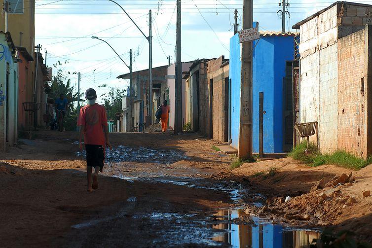 """""""Para entender a pobreza, é preciso ir além da renda e analisar se meninas e meninos têm seus direitos fundamentais garantidos"""", diz a representante do Unicef no Brasil. Foto: Marcello CasalJr/Arquivo Agência Brasil"""