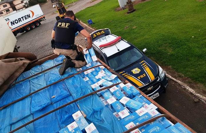 Polícia Rodoviária Federal apreendeu em Pernambuco 1,18 milhão de maços de cigarros contrabandeados. Foto: Divulgação