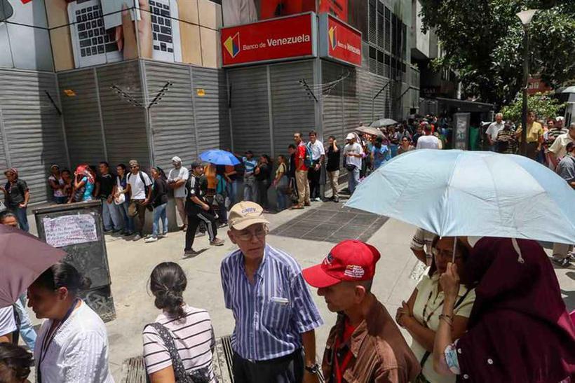Supermercados desabastecidos após anúncios de medidas econômicas. Foto: Cristian Hernandez/EFE/direitos reservados