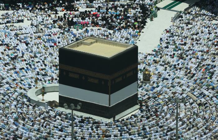 A Caaba é um imenso cubo negro situado no meio da Grande Mesquita de Meca, considerada o Santo dos Santos deste lugar sagrado. Foto: AHMAD AL-RUBAYE / AFP