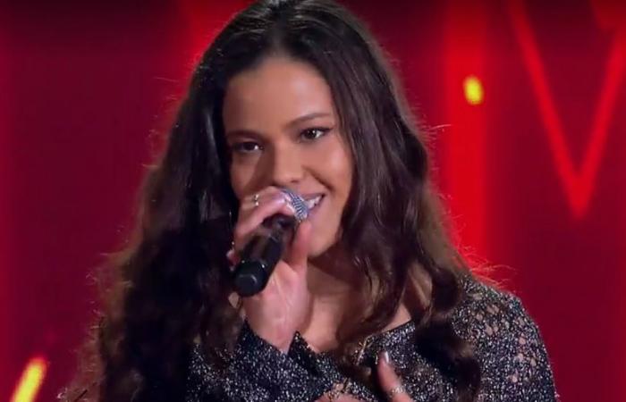 Erica cantou uma versão Will I See You com uma pegada rumba. Foto: Globo/Reprodução