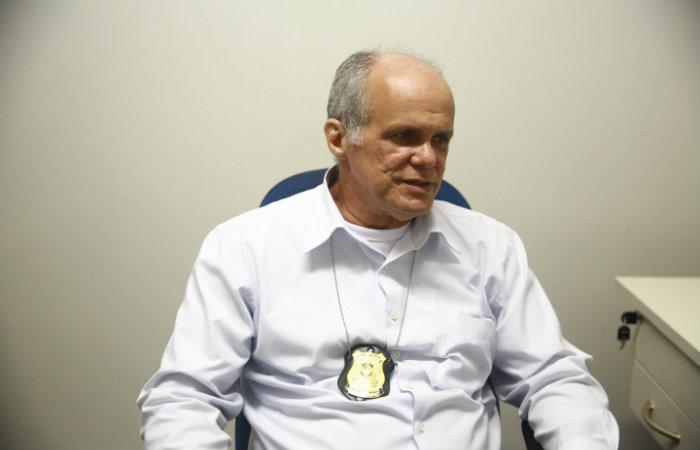 Delegado Ademir Oliveira não afastou qualquer possibilidade. O garoto estava amarrado a uma árvore com um fio no pescoço. Foto: Arquivo/DP