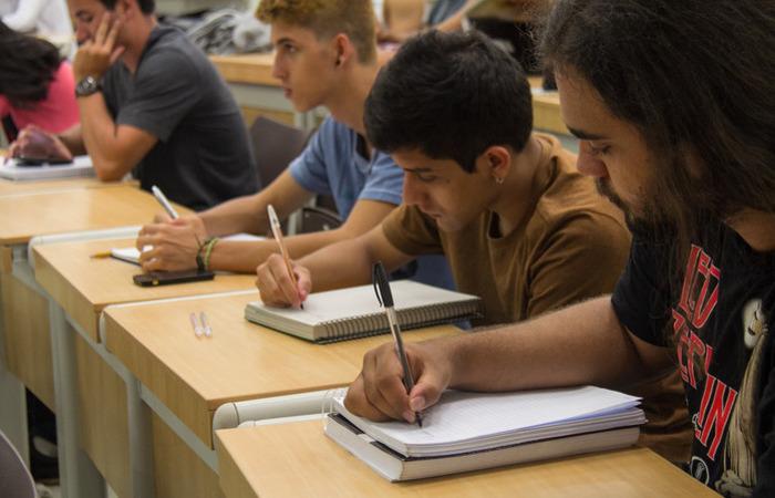 A portaria refere-se aos cursos stricto sensu, ou seja, aqueles que oferecem mestrado e doutorado, ficando de fora as especializações e os cursos MBA. Foto: reprodução/Flickr