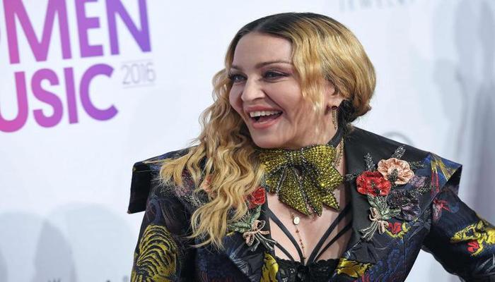 Na ocasião, Madonna entregou o prêmio de Melhor Clipe do Ano a Camila Cabello, por Havana. Foto: Arquivo/AFP Photo