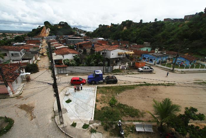 A vila 27 de abril fica no bairro do Ibura, às margens da BR-101. Crédito: Peu Ricardo/DP (Peu Ricardo/DP)