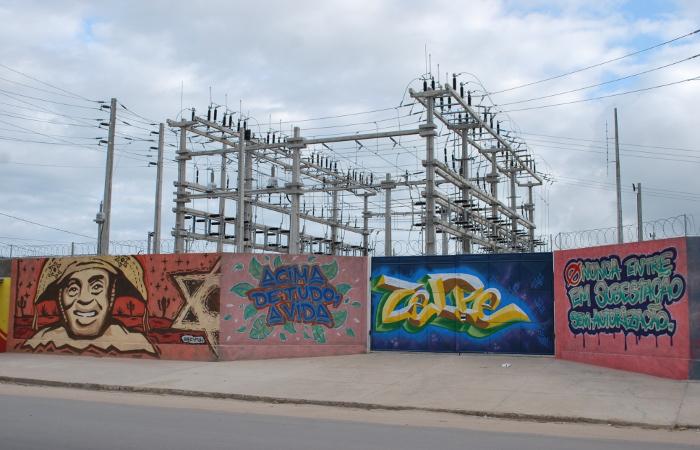 Ao longo do muro da Subestação é possível ver alertas sobre a importância do uso seguro da energia elétrica. Foto: Divulgação