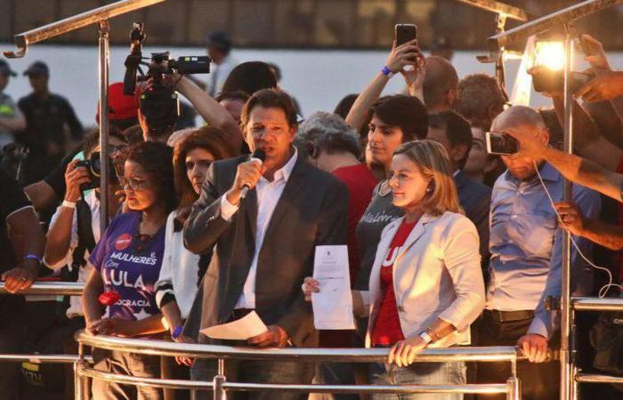 Haddad em ato de cadastro da candidatura de Lula: luta pela transferência de votos do ex-presidente, caso a Justiça não o deixe concorrer (foto: Arthur Menescal/Esp. CB/D.A Press)