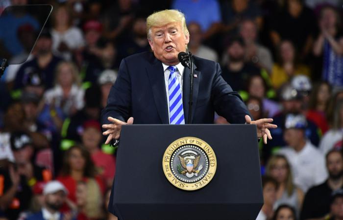 """""""Muito claramente, não há dúvida de que Donald Trump cometeu um crime"""", diz Lanny Davis, advogado de Cohen. Foto: Mandel Ngan/AFP"""