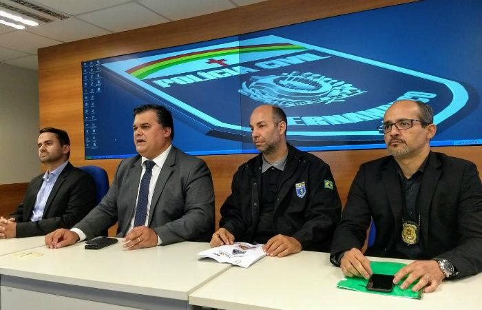 Fábio Barros, gerente da Celpe, chefe de Polícia Joselito Kehrle, delegado Antônio Guerra, titular da delegacia de Crimes Imateriais e Ivaldo Pereira, diretor Integrado Metropolitano. Imagem: PCPE/Divulgação