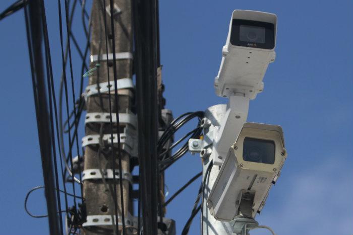 O Recife dispõe de 118 dispositivos de fiscalização eletrônica, sendo cinco deles instalados no mês de julho. Foto: Nando Chiappetta/DP