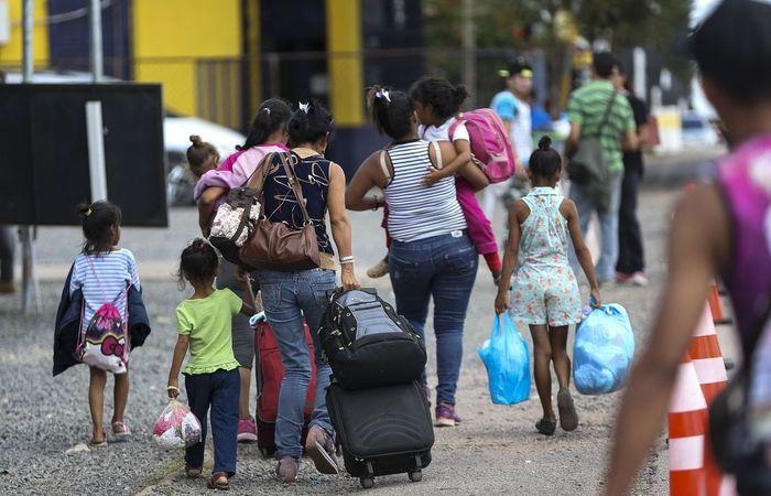 Seis ônibus foram fretados para levar imigrantes venezuelanos da fronteira com a Colômbia até o território peruano antes de sábado Foto: Marcelo Camargo/Agência Brasil