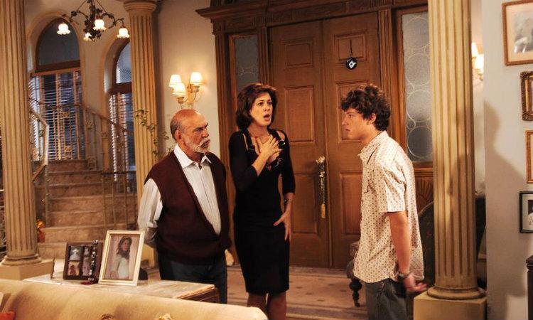 Vitor em cena com Claudia Raia e Lima Duarte em 'Belíssima' (foto: Tv Globo/Divulgação)