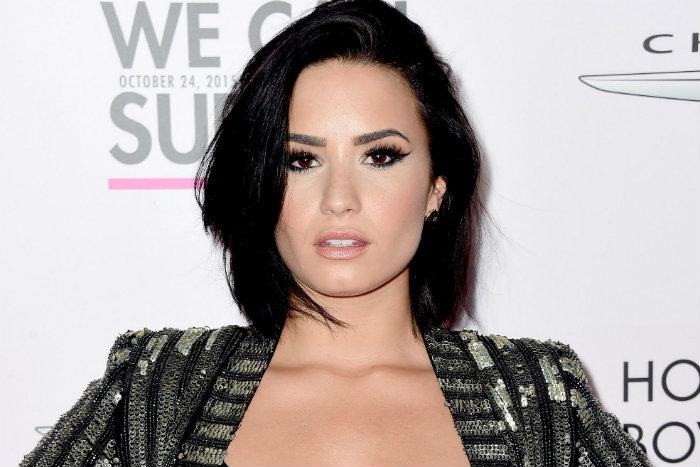 Demi Lovato foi para uma clínica de reabilitação, após receber alta do hospital (foto: Reprodução/Facebook)