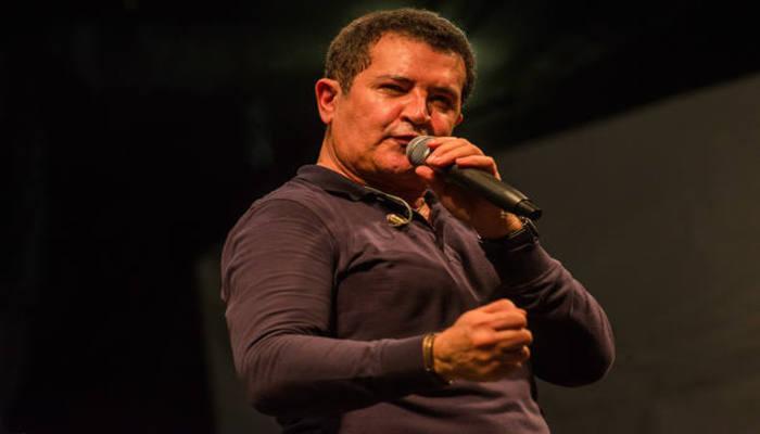 Nesta sexta-feira (24), o cantor se submeteu à sua primeira sessão de quimioterapia. Foto: Bruno Fernandes/Divulgação