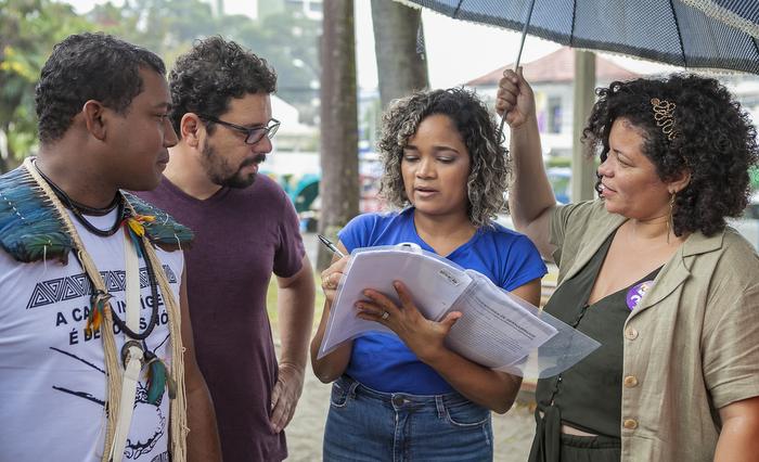Dani Portela assinou documento e se comprometeu com pautas da juventude. Crédito: Ascom/PSol