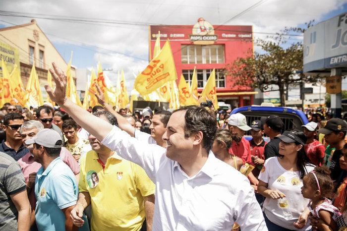 Paulo Câmara (PSB) foi recebido com uma grande caminhada no município de Bom Conselho. Foto: Divulgação