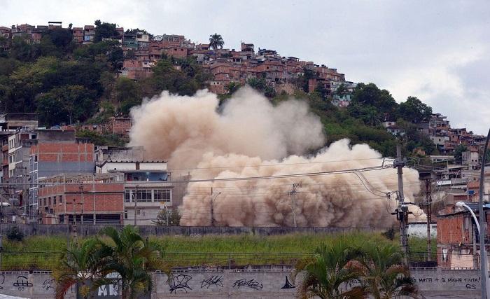 Prédio implodido era ocupado por 69 famílias que deverão ser contempladas no conjunto habitacional a construído em 18 meses. Foto: Agência Brasil