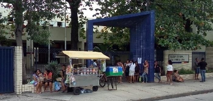 Tranquilidade marcou concurso da PMPE na Escola Barbosa Lima Sobrinho, nas Graças. Foto: Osnaldo Moraes/DP