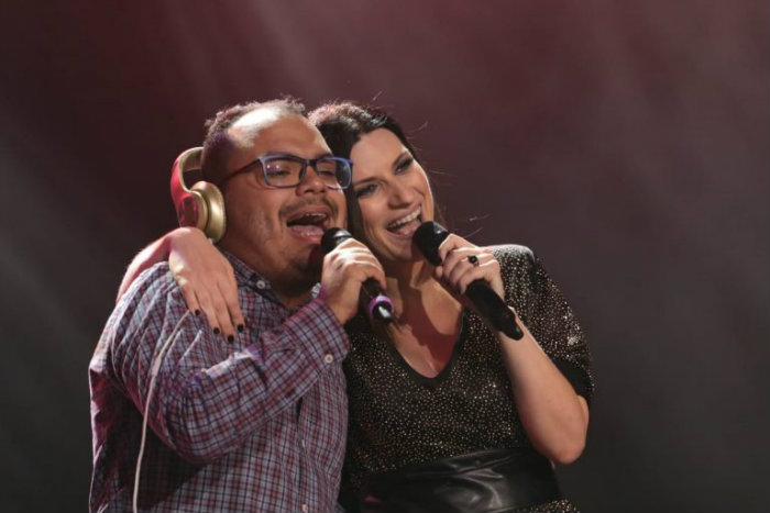 O alagoano Gustavo subiu ao palco para cantar Se Fue. Foto: Luiz Fabiano/Divulgação
