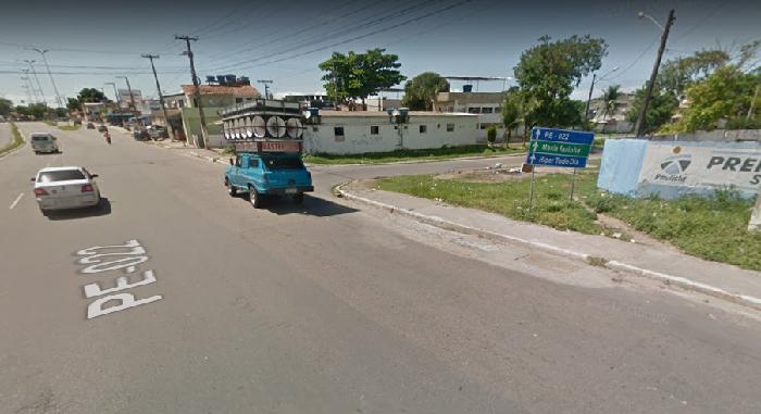 Conexão da PE-22 com a Rua Nove, em Maranguape I, será um dos roteiros alternativos dos ônibus enquanto durarem obras de saneamento. Imagem: Google StreetView (Jul2016)