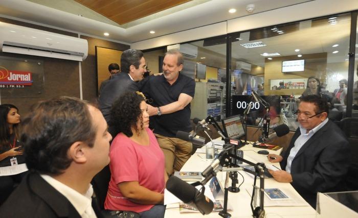 Participaram do confronto o governador, o senador Armando Monteiro Neto (PTB), o ex-deputado federal Maurício Rands (Prsos) a advogada Dani Portela (Psol). Crédito: Keila Costa