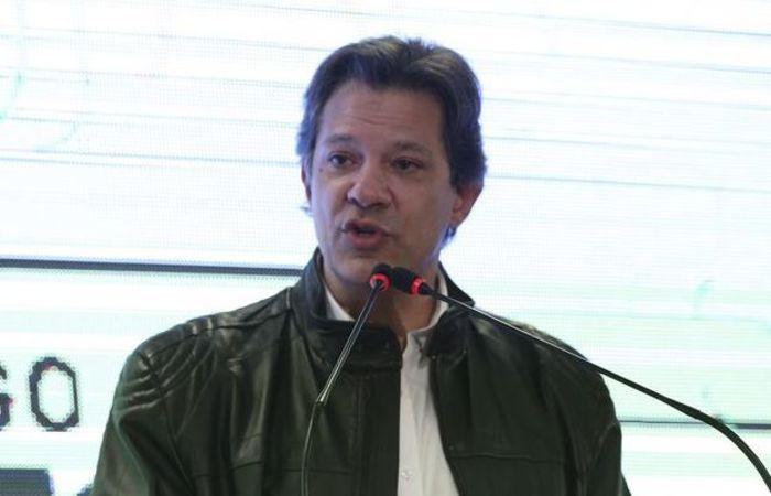 Haddad também criticou o impeachment da ex-presidente da República Dilma Rousseff e pediu votos para o PT. Foto: José Cruz/ Agência Brasil