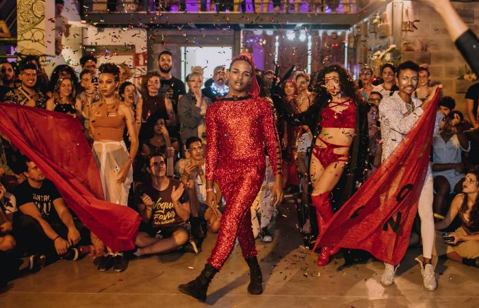 A dança está inserida dentro de uma cultura maior, chamada de ballroom - festas sediadas por coletivos de dançarinos e performers. Foto: Bruna Brandão/Divulgação