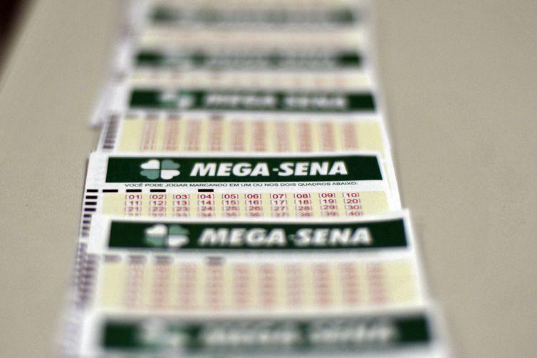 O preço da aposta simples, com 15 números, é de R$ 2.Foto: Marcello Casal Jr./Agência Brasil