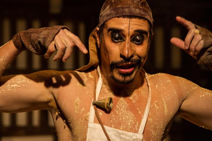 O ator Alexandre Guimarães interpreta nove personagens na trama. Foto: Lucas Emanuel/Curinga Comunique/
