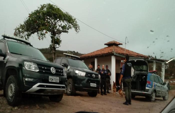 Policiais cumprem mandado de prisão e busca no Agreste. Foto: Polícia Civil de Pernambuco/Divulgação
